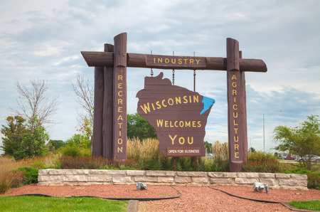 Wisconsin welcomes you sign at he state border 版權商用圖片