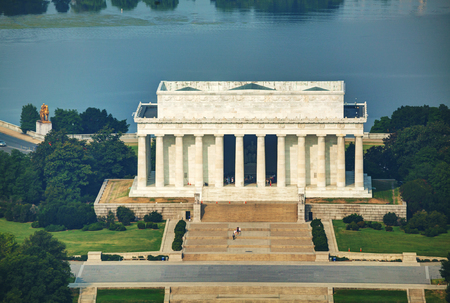 lincoln: Abraham Lincoln memorial in Washington, DC aerial view