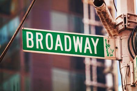 晴れた日にニューヨーク市、米国ブロードウェイ ログイン 写真素材