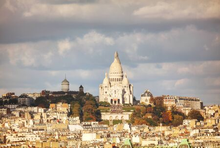 sacre coeur: Aerial view of Paris with the Basilica of Sacre Coeur Banque d'images
