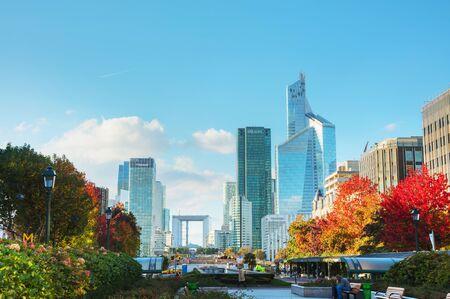 PARIS - NOVEMBER 2: La Defense business district on November 2, 2016 in Paris, France. Éditoriale