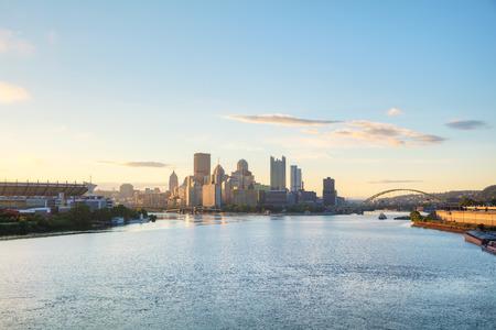 아침에 오하이오 강 피츠버그 풍경