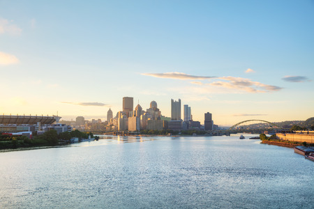 Pittsburgh cityscape with the Ohio river in the morning 版權商用圖片