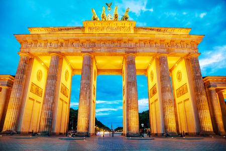 Brandenburg gate in Berlin, Germany in the evening Banco de Imagens