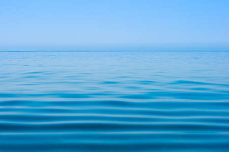 horizonte: superficie de agua de mar en calma a�n