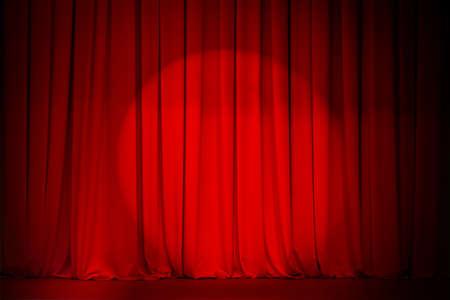 cortinas rojas: cortina de teatro rojo con spotlight