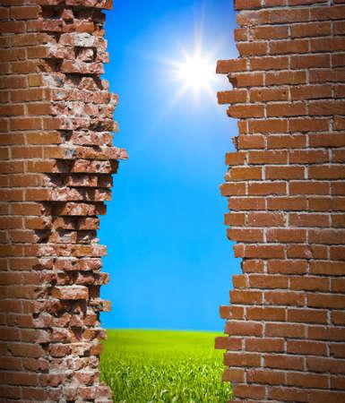 rompiendo: Romper el concepto de libertad de pared Foto de archivo