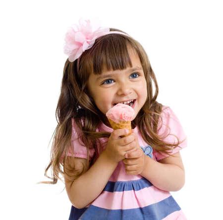comiendo helado: ni�a con helado en estudio aislado