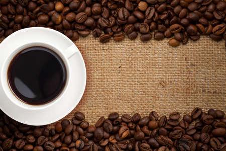hanf: Tasse Kaffee auf Sackleinen Hintergrund Lizenzfreie Bilder