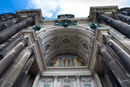 dom: Cathédrale de Berlin (Berliner Dom) principale arche d'entrée, Berlin, Allemagne Banque d'images