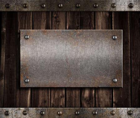 signboards: placa de metal en la pared o la puerta de madera vieja Foto de archivo