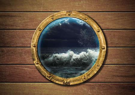 Oblò nave con tempesta di fuori