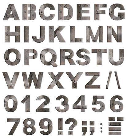 Completa viejas cartas del alfabeto del metal, números y signos de puntuación aislado en blanco