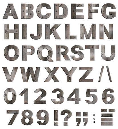 cartas antiguas: Completa viejas cartas del alfabeto del metal, n�meros y signos de puntuaci�n aislado en blanco