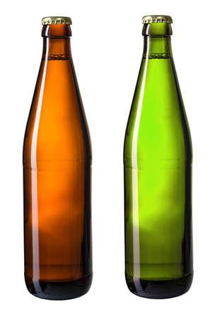 botellas de cerveza: marrones y verdes botellas de cerveza aislado en blanco con trazado de recorte incluidos Foto de archivo