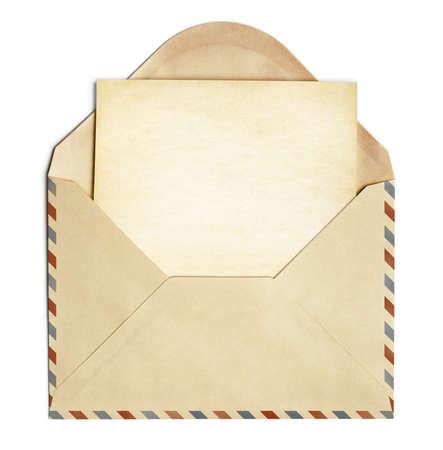 sobres para carta: sobre retro con la vieja hoja de papel en blanco aislado en blanco