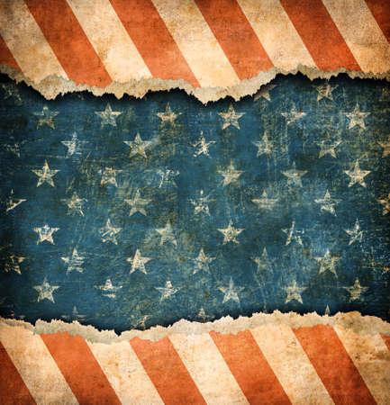 juli: Grunge gescheurd papier USA vlag patroon Stockfoto