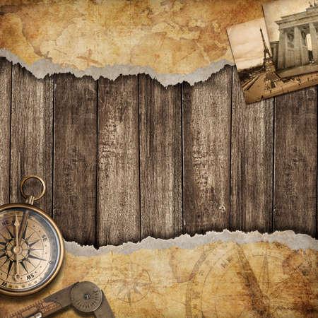 vintage travel: Vieux fond de carte avec boussole. Aventure ou un concept de découverte.