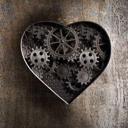 heart disease: corazón de metal con engranajes oxidados y dientes Foto de archivo