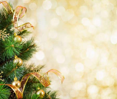 黄金のクリスマス ツリーの背景色 写真素材