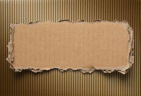 gescheurd papier: Gescheurde kartonnen achtergrond  Stockfoto