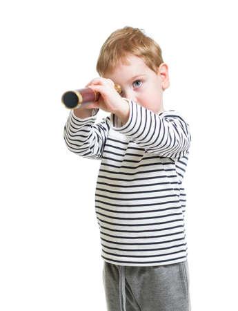 fernrohr: Kid Junge, der vor mit Teleskop isoliert Lizenzfreie Bilder