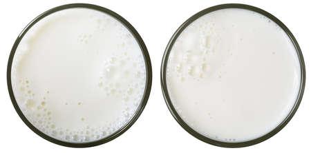 latte fresco: bicchiere di latte vista dall'alto isolato su bianco Archivio Fotografico