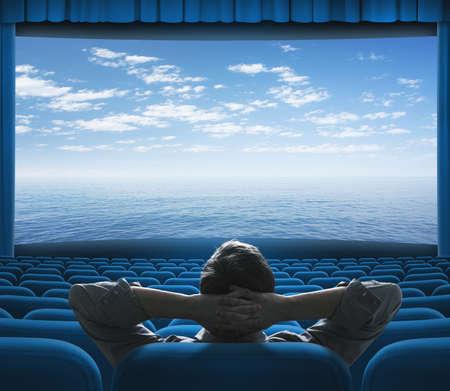 asiento: mar u océano en la pantalla de cine