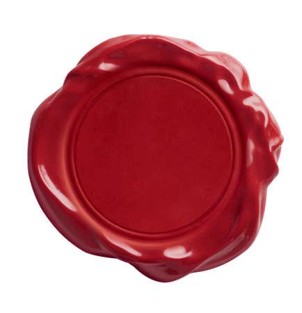sceau cire rouge: Cachet de cire rouge isol� sur blanc avec chemin de d�tourage inclus