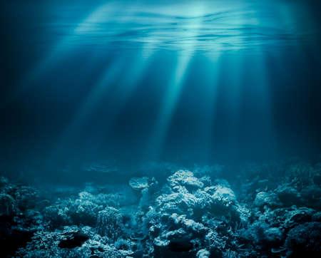 Mare profondo o oceano subacqueo con barriera corallina come sfondo