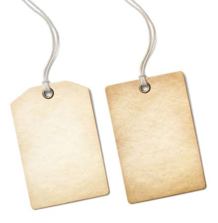 etiquetas de ropa: Aislado en blanco antigua etiqueta de precio de papel o etiqueta conjunto