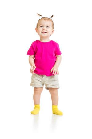 debout bébé fille en T-shirt isolé Banque d'images