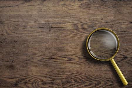 zvětšovací sklo: Zvětšovací sklo nebo lupy na dřevěném stole Reklamní fotografie