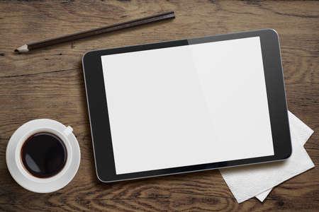 an office work: Tablet PC en el escritorio de la tabla con la taza de café y lápiz