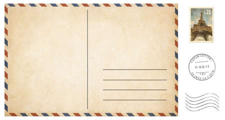 oude blanco briefkaart geïsoleerd op wit met post zegels set Stockfoto