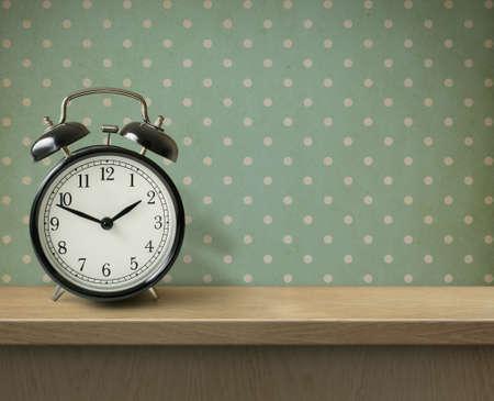 Alarm clock on table or shelf background Imagens