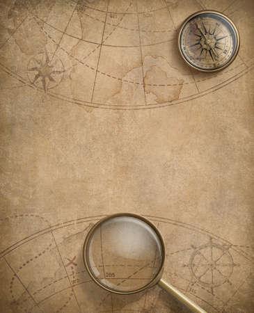 bussola: bussola invecchiato e lente di ingrandimento su carta nautica
