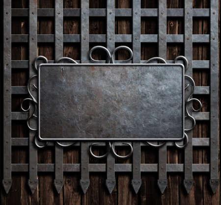 中世の城の壁や金属ゲートの背景上に金属プレート