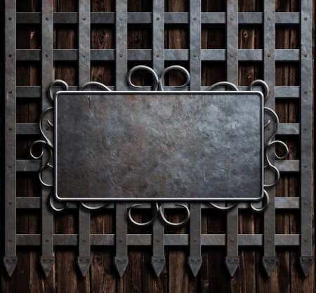 Placa de metal en la pared del castillo medieval o fondo de la puerta de metal Foto de archivo - 56481590