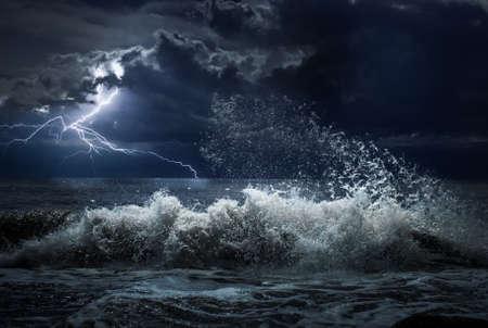 dark ocean storm with lgihting and waves 版權商用圖片
