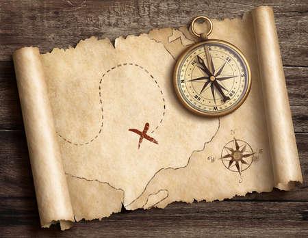 宝地図の 3 d 図とテーブルの上の古い真鍮航海コンパス