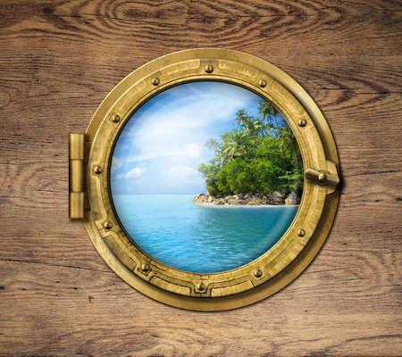 Boot raam of porthole met tropisch eiland Stockfoto
