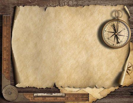 コンパスと古い空のマップの背景。冒険や発見のコンセプトです。 写真素材