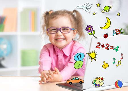 멀티미디어 백과사전, 게임센터로 큰 관심을 가지고 적극적으로 노트북을 사용하는 즐거운 아이