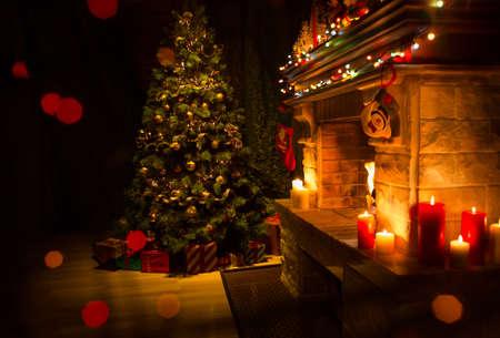 Kerst gedecoreerd interieur met open haard en kerstboom