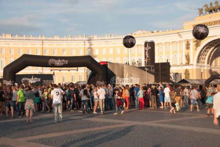 jule: Sankt-Petersburg, Russia - Jule 02, 2015: spectators watch the show on the square, in St. Petersburg, Jule, 2015, Russia