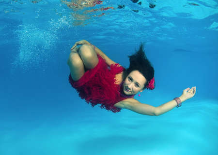 age 30 35 years: Woman presenting underwater fashion in pool