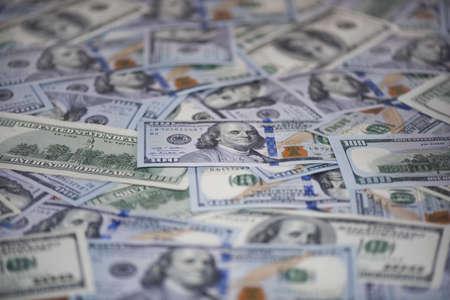 100米ドル紙幣(古いサンプルと新しいサンプル)