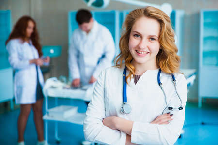 Portrait of a doctor intern. Medical students profession staff. multinational people - doctor, nurse and surgeon. A group of graduates of a medical university in a surgical room. Nursing School Zdjęcie Seryjne