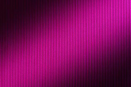 Dekorativer Hintergrund magenta, fuchsia, lila Farbe, diagonaler Farbverlauf der gestreiften Textur. Tapete Kunst. Design